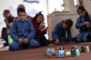 Los niños encuentran también en el centro un sitio donde volver a jugar juntos. Javi Julio | Nervio Foto
